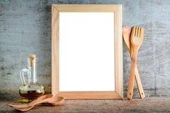 Cadre en bois vide avec l'ut blanc d'isolement de fond et de cuisine Photo stock
