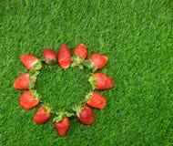 Cadre en forme de coeur de fraise Photographie stock libre de droits