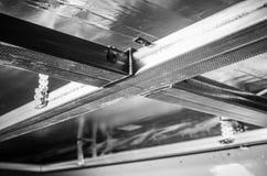 Cadre en métal pour des panneaux de gypse, plan rapproché Images stock
