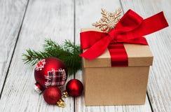 Cadre et billes de cadeau de Noël Photos stock