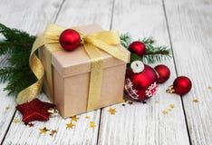 Cadre et billes de cadeau de Noël Image stock