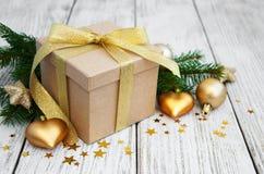 Cadre et billes de cadeau de Noël Photographie stock libre de droits