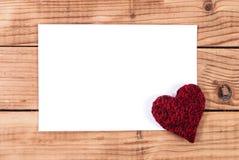 Cadre et coeur en bois de Valentine avec l'espace vide blanc vide pour la conception et le texte Photographie stock
