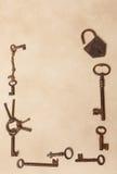Cadre fait de clés rouillées photographie stock libre de droits