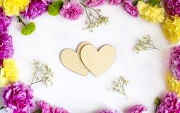 Cadre floral avec deux coeurs Image libre de droits