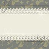 Cadre horizontal de dentelle avec des feuilles, des fleurs et le butterflie de ressort Images libres de droits