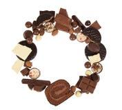Cadre rond de la variété de chocolats, d'isolement sur le fond blanc Image libre de droits