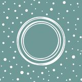 Cadre rond minable blanc sur le fond de bleu de poudre avec de petits cercles et points blancs tirés par la main Images libres de droits