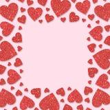 Cadre rouge avec les coeurs rouges des confettis de paillette Fond rose de scintillement de poudre de scintillement Photo libre de droits