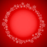 Cadre rouge de Noël avec le cercle de flocons de neige Images stock