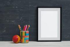 Cadre vide pour l'inscription sur l'étagère Photographie stock libre de droits