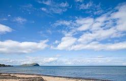 cadres au-dessus de ciel écossais de mer images stock