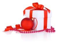 Cadres blancs avec la bande rouge de satin, bille de Noël Photographie stock libre de droits