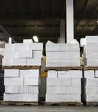 Cadres blancs dans l'entrepôt Photographie stock