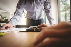Cadres commerciaux Team Meeting Brainstorming Working et concept de vente photos stock
