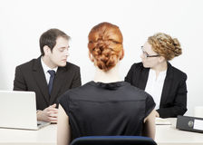 Cadres d'affaires conduisant une entrevue Images stock