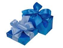 Cadres de cadeau bleus avec des proues Photos stock