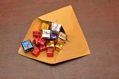 Cadres de cadeau colorés avec l'enveloppe Images libres de droits