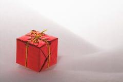 Cadres de cadeau de cadeau de Noël dans la neige Images stock