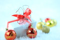Cadres de cadeau de Noël avec le ribbo rouge Photographie stock