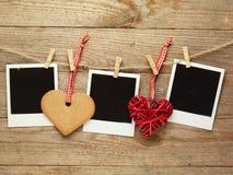 Cadres de photo de vintage décorés pour Noël sur le fond de conseil en bois avec l'espace pour votre texte Photo libre de droits