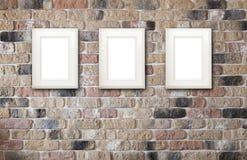 Cadres de photo sur le mur de briques Photos libres de droits