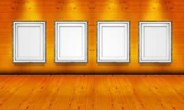 Cadres de tableau vides dans la salle en bois de galerie d'art Photographie stock libre de droits