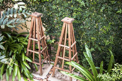 2 cadres en bois dans le jardin Photographie stock libre de droits