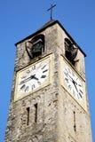 Cadrezzate stary abstrakt w Italy ścienny kościelny wierza Zdjęcie Stock