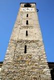 Cadrezzate stary abstrakt w Italy kościół i ściana Zdjęcie Stock