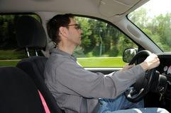 Caduta addormentata mentre guidando lungo il da uno stato all'altro Immagine Stock
