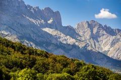 Caduta in anticipo nei picchi di montagna di Faraut, Champsaur, alpi del sud, Francia Fotografie Stock