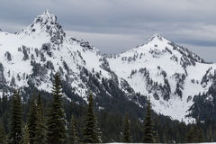 Caduta bassa più piovosa della neve di Mt su vicino dai picchi Fotografia Stock Libera da Diritti