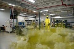 Caduta chimica della fabbrica di infortunio sul lavoro Fotografie Stock Libere da Diritti