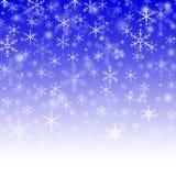 Caduta dei fiocchi di neve dal cielo. Fotografia Stock