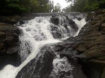 Caduta dell'acqua di fiume fotografie stock libere da diritti