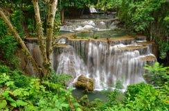 Caduta dell'acqua in foresta profonda Fotografia Stock Libera da Diritti