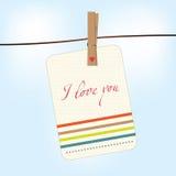 Caduta della carta del biglietto di S. Valentino sulla corda da bucato Fotografie Stock Libere da Diritti