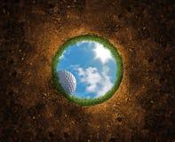 Caduta della sfera di golf Immagine Stock