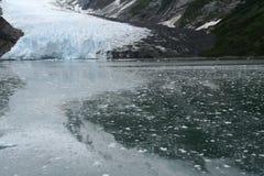 Caduta di ghiaccio dal ghiacciaio, Fotografie Stock
