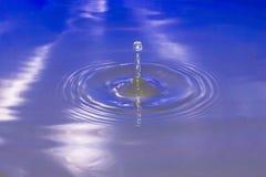 Caduta di goccia dell'acqua Immagini Stock Libere da Diritti