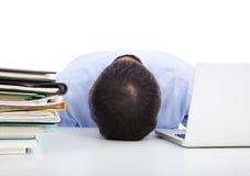 Caduta esaurita dell'uomo d'affari addormentata fotografie stock