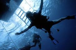 Caduta libera dell'operatore subacqueo Fotografia Stock