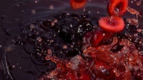 Caduta matura della ciliegia in succo video d archivio