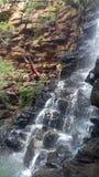 Caduta nella caduta dell'acqua Fotografia Stock Libera da Diritti
