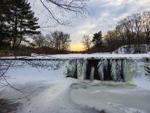 Cadute congelate con i lotti di ghiaccio Fotografia Stock Libera da Diritti