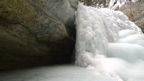 Cadute congelate sopra il lago Louis, Banff Johnston Canyon fotografia stock libera da diritti