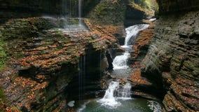 Cadute dell'arcobaleno e ciclo triplo della cascata stock footage