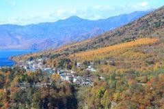 Cadute di Kegon e lago Chuzenji a NIkko, Giappone. Fotografie Stock Libere da Diritti