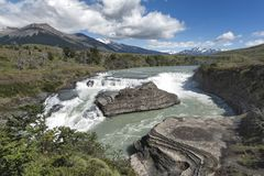 Cadute splendide in Torres Del Paine National Park Fotografie Stock